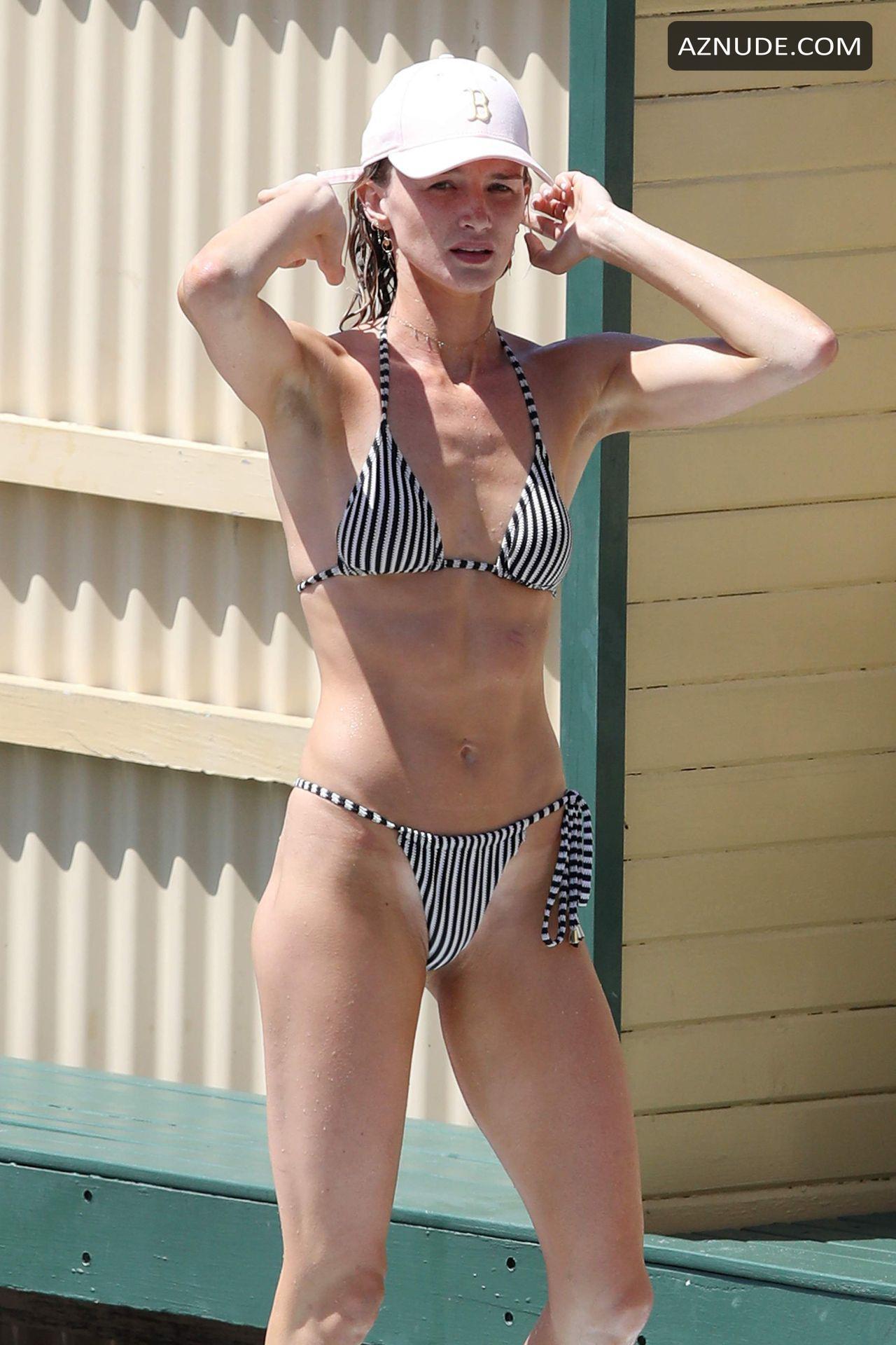 Amy Pejkovic  nackt