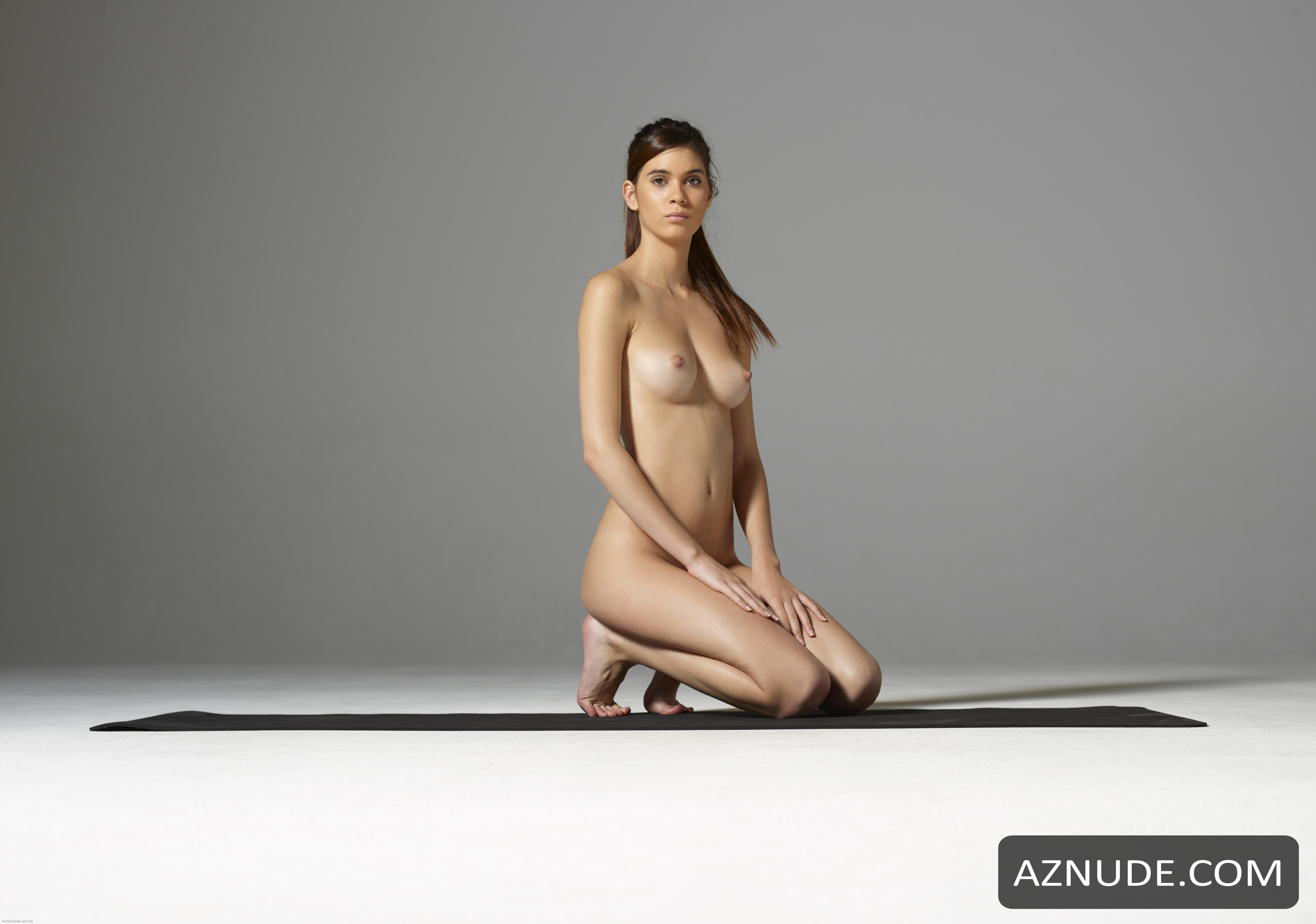 Nackt  Angela Rei Hot !