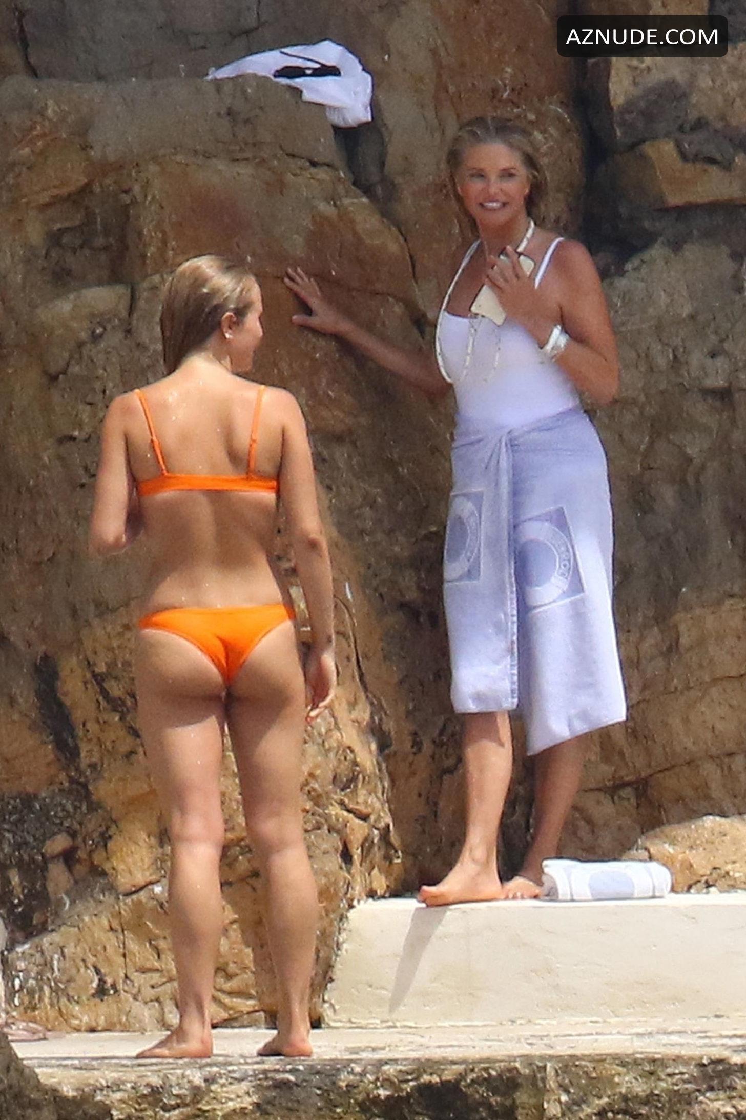 Christie Brinkley Hot Photos Enjoying The Beach With Her -3192