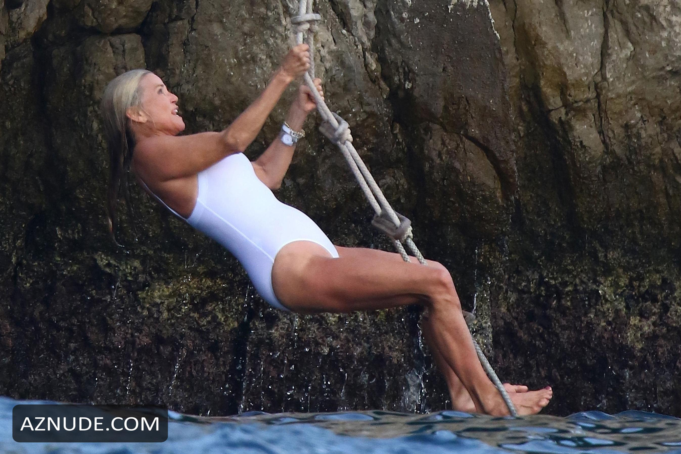 Christie Brinkley Hot Photos Enjoying The Beach With Her -9473