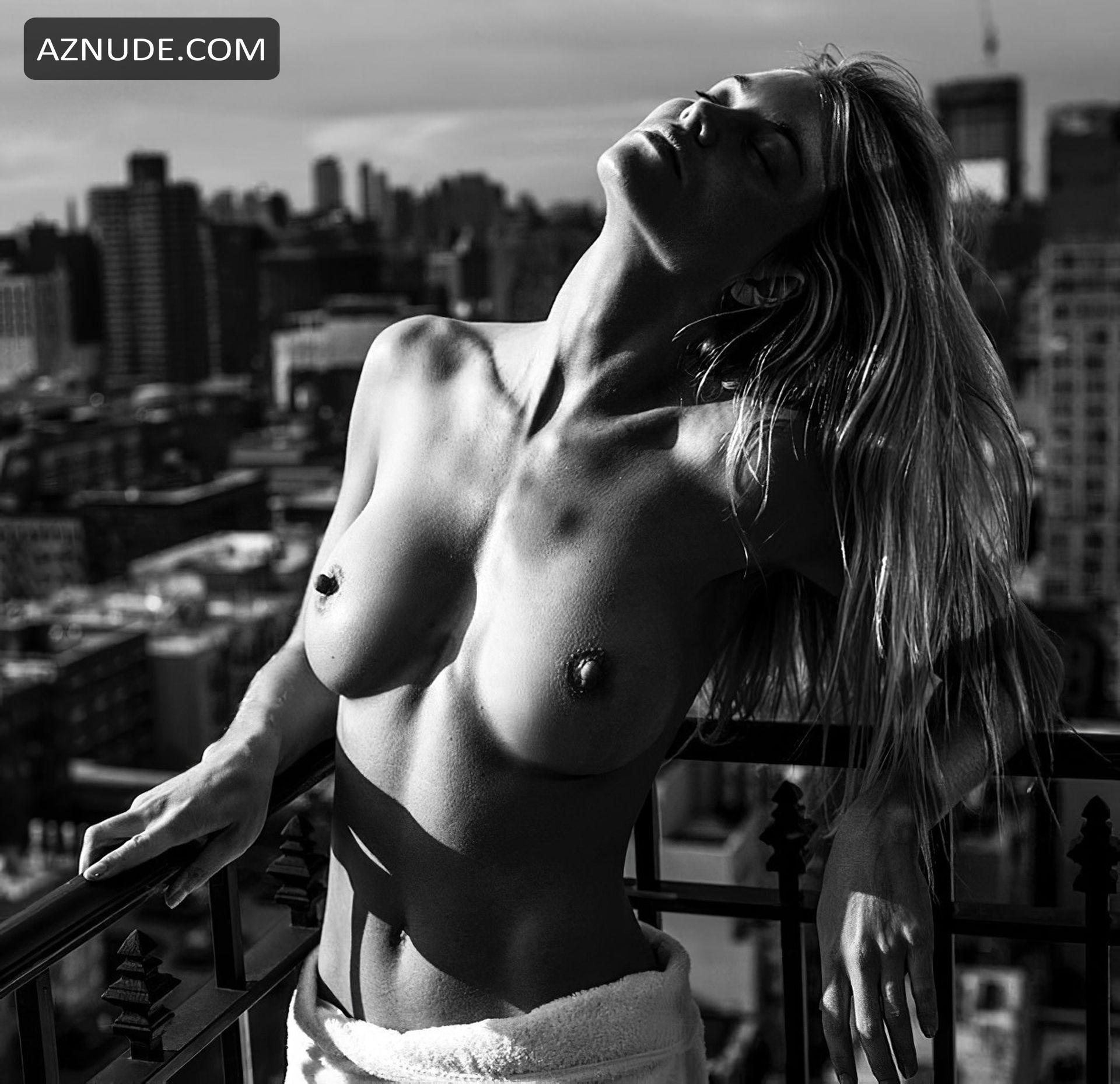 Elyse Taylor  nackt
