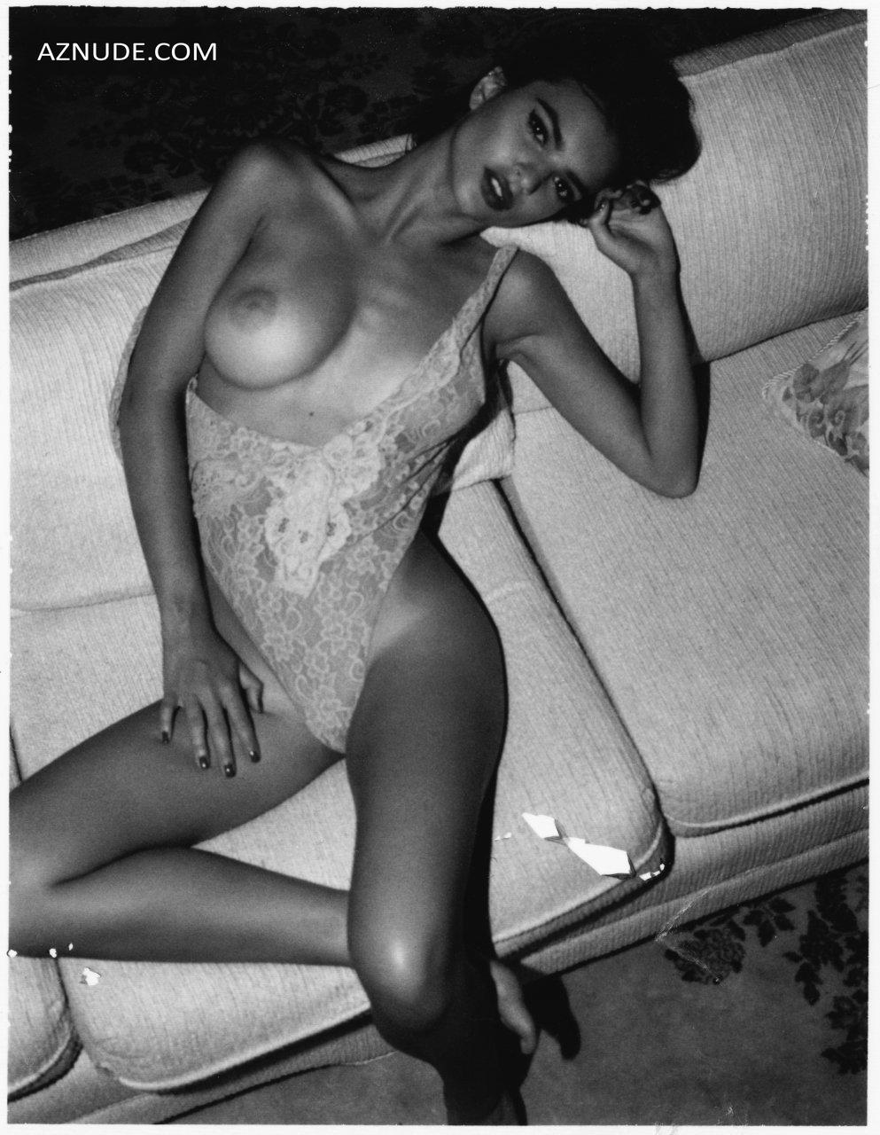 Emily Ratajkowski Nude Stunning Boobs - Aznude-9932