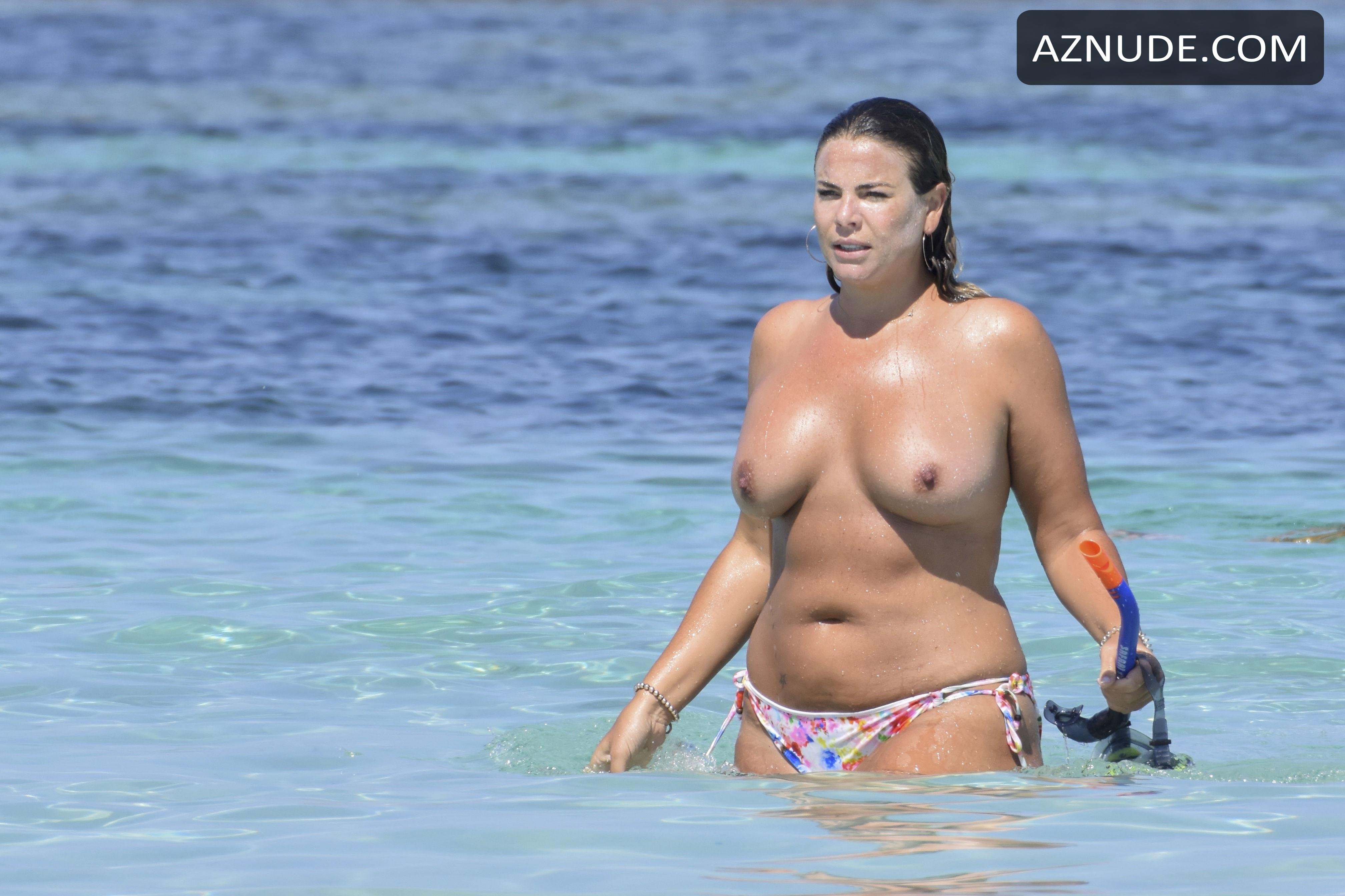 Fiona Falkiner Topless Tits At The Beach - Aznude-7085