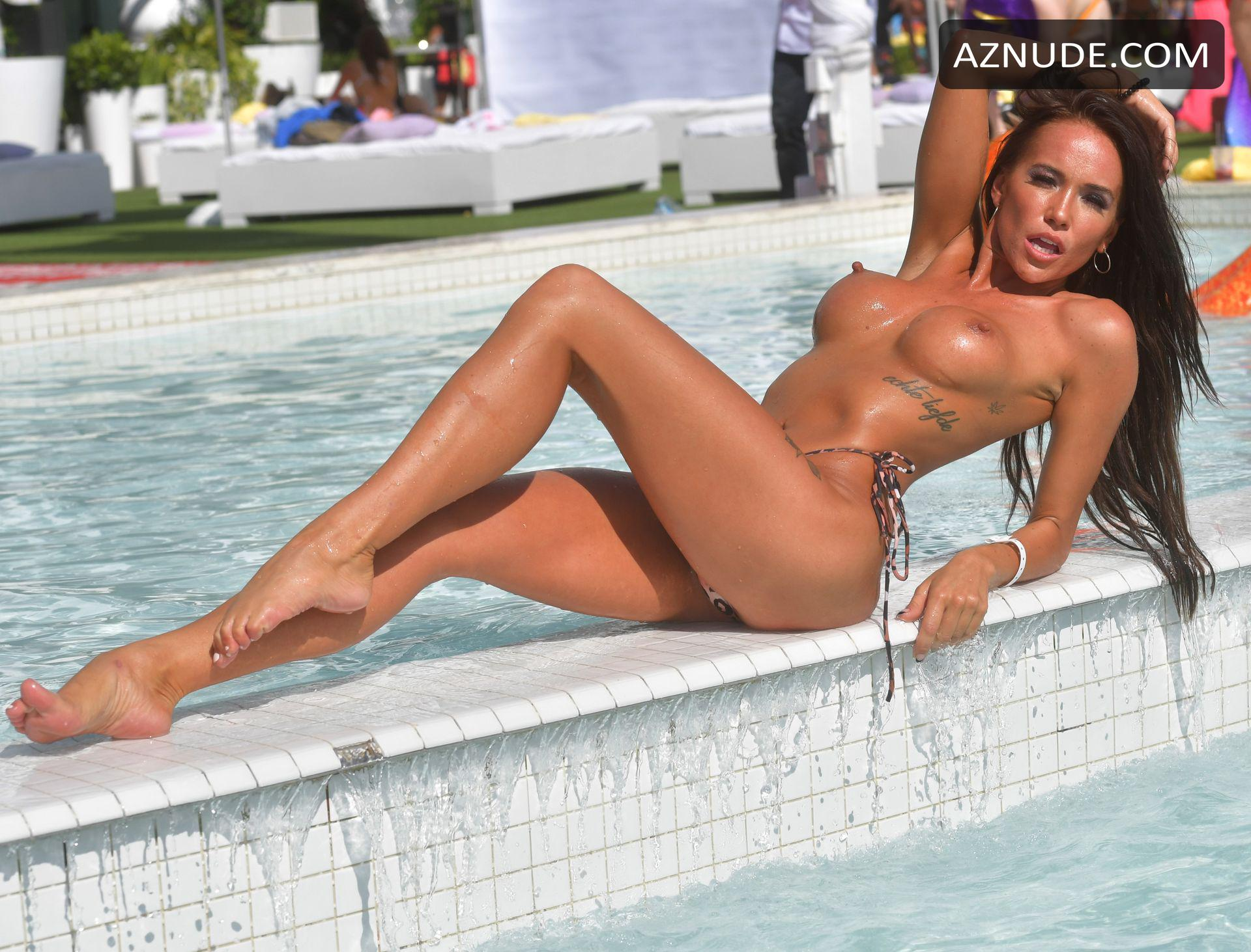 Best Nude Girls On Miami Beach Png