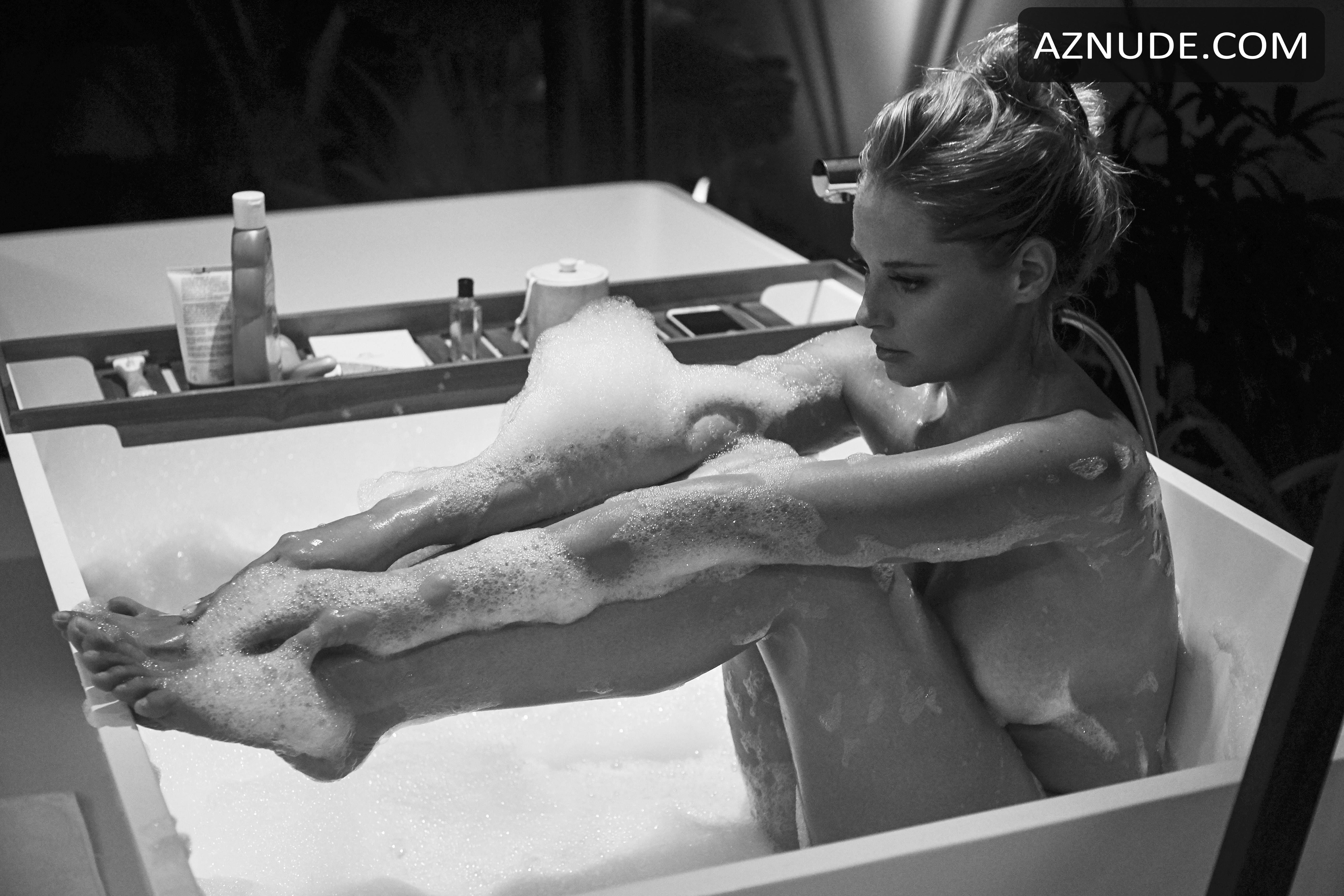 Genevieve Morton Nude - Aznude-8128