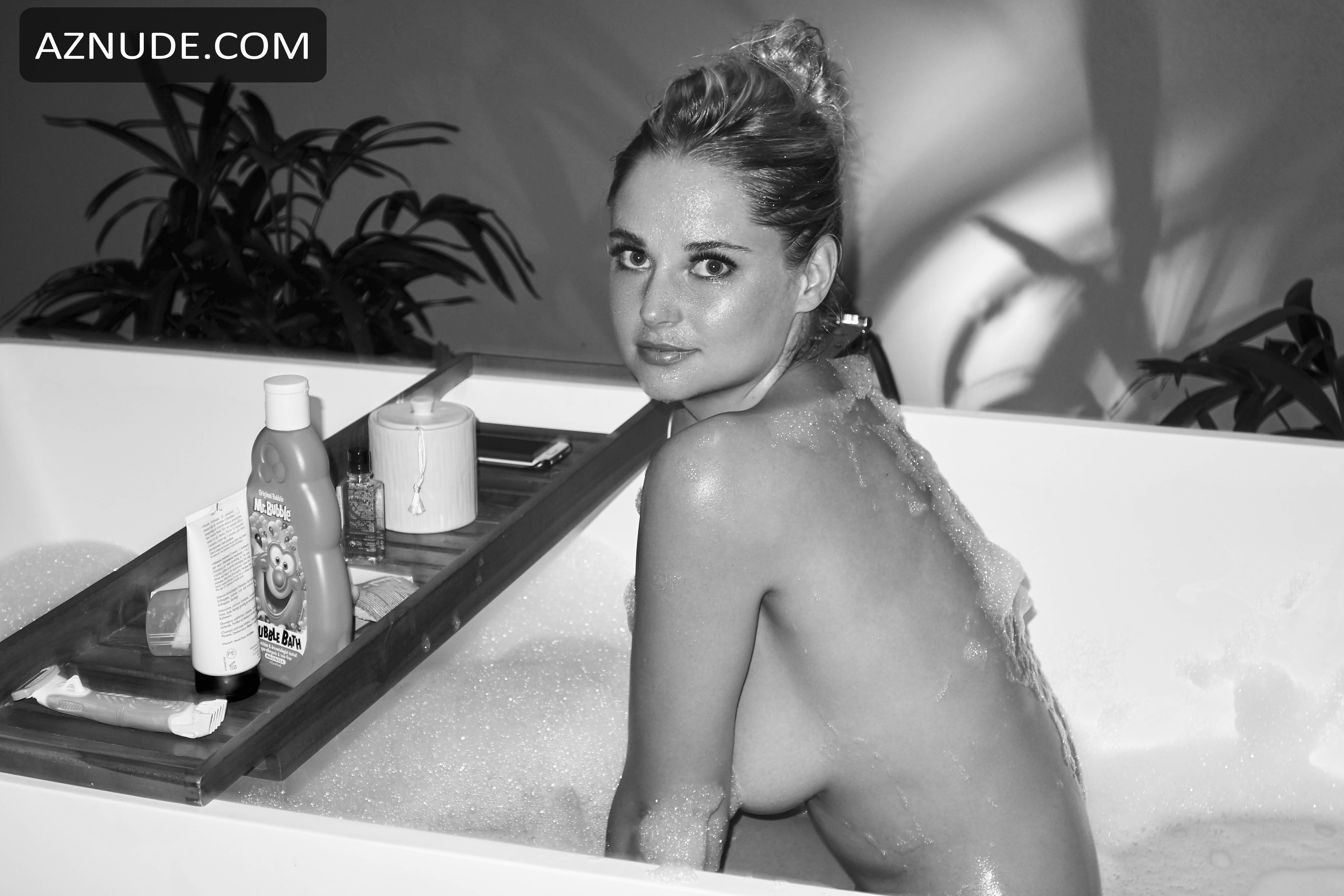 Genevieve Morton Naked By Derek Riker For The Bathtub -5307