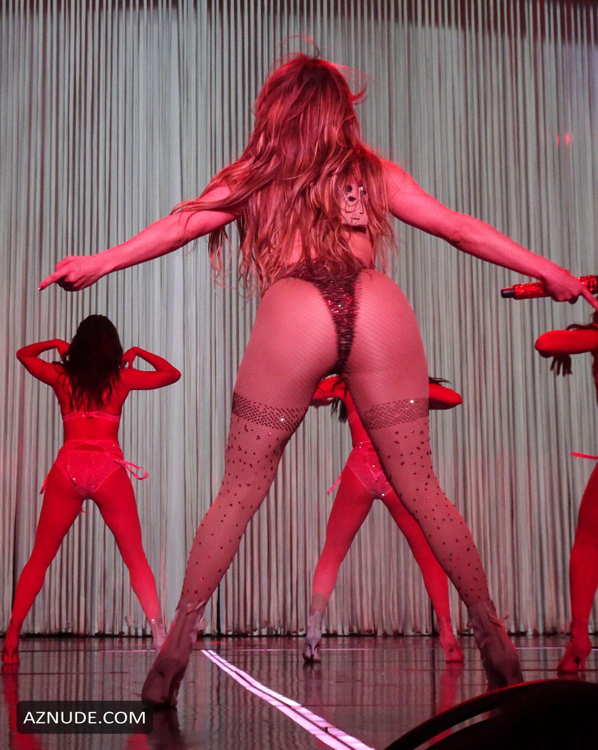 Jennifer Lopez Sexy Butt In 2017 Las Vegas Show - Aznude-2796