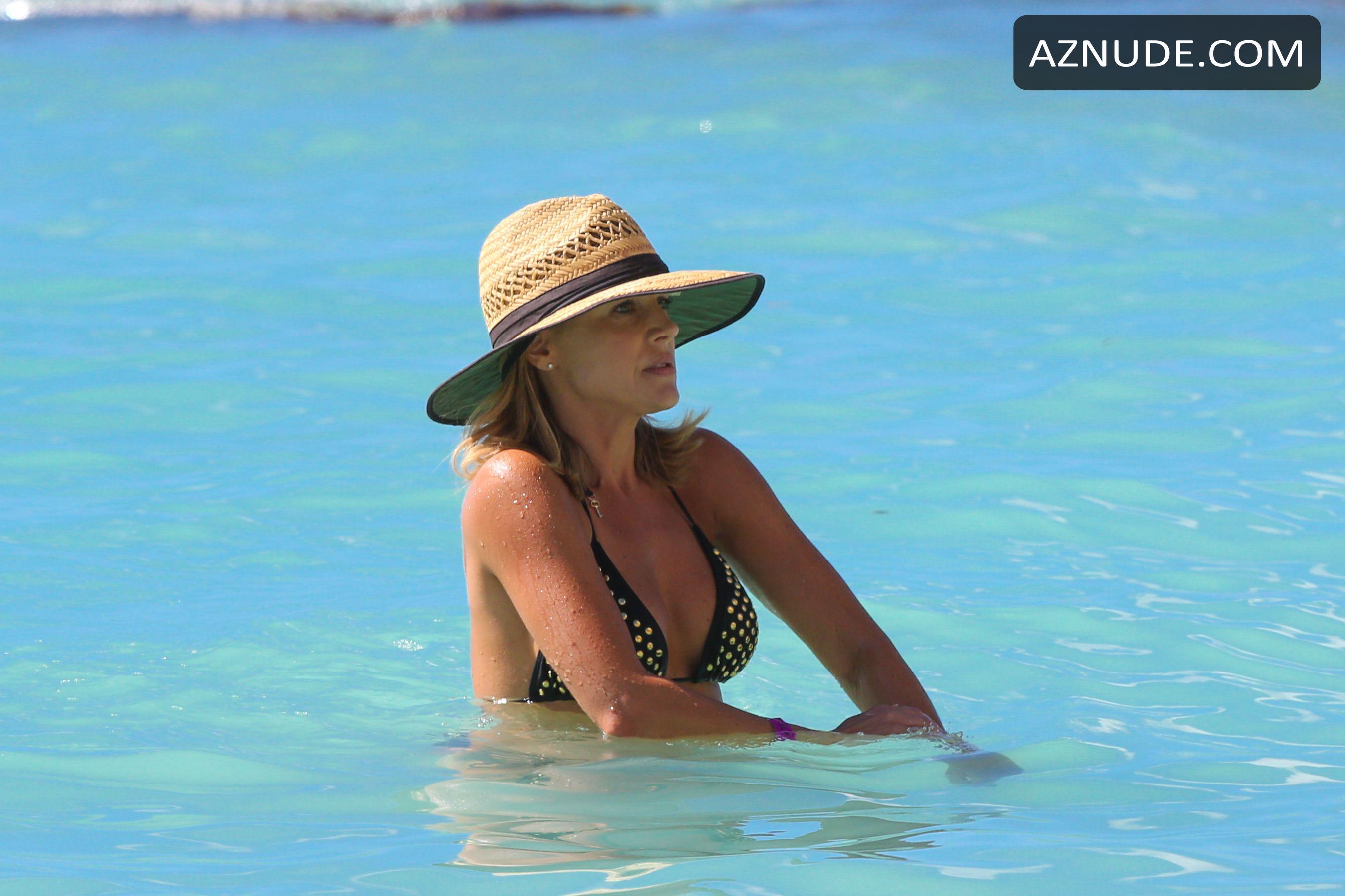 Benz nackt julie Julie Bowen