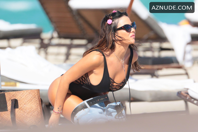 Karina jelinek topless bilder — foto 4