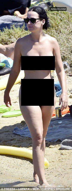 Katy Perry And Orlando Bloom Nude At A Beach In Italy - Aznude-9570