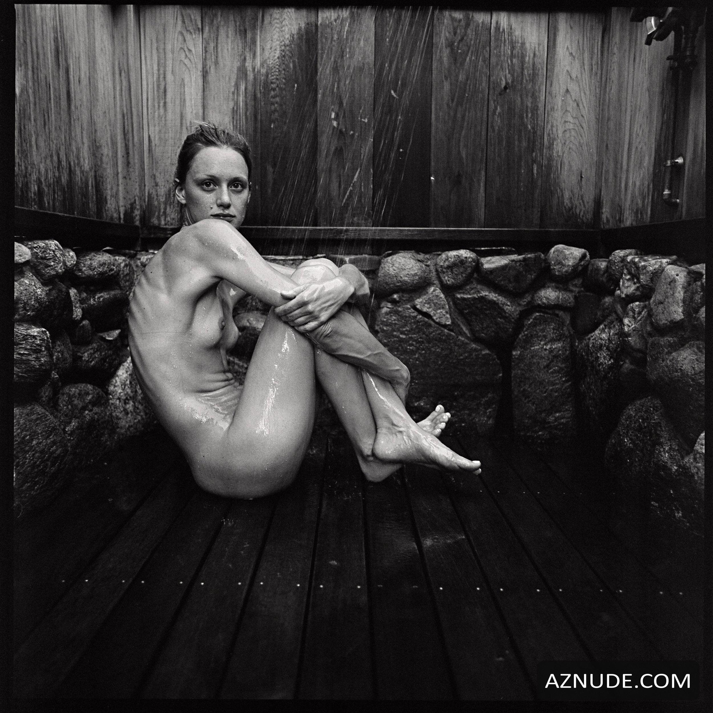 Kerry Bishe  nackt