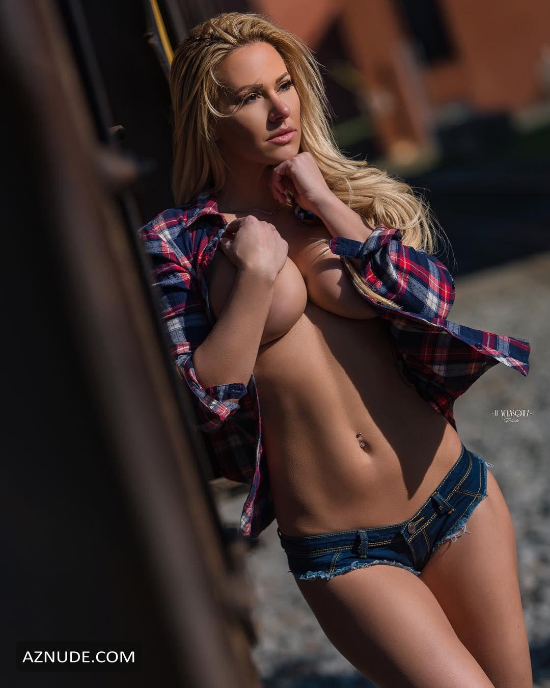 Kindly Myerssexy In Kindly Myers Nude And Sexy Photo Collection