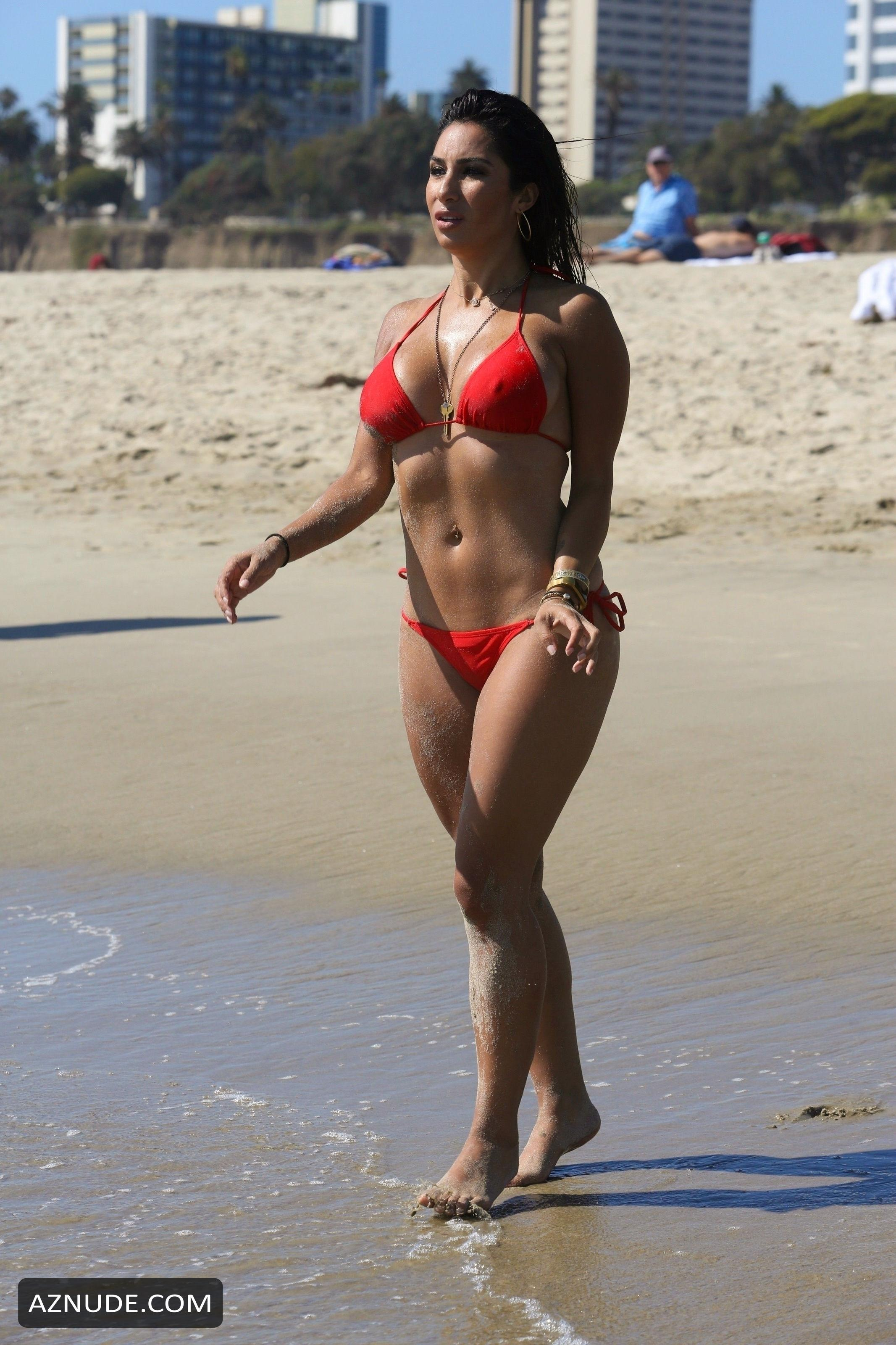 Liana Mendoza  nackt