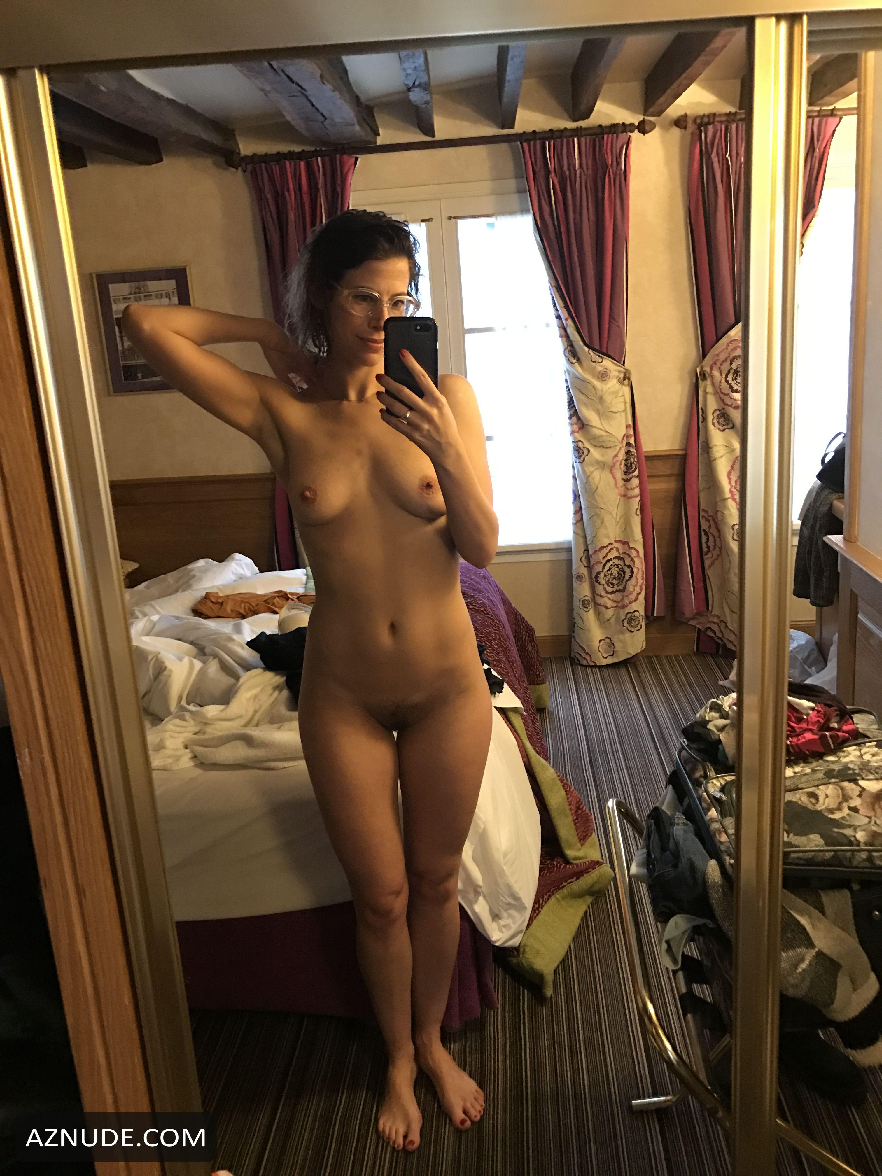 Brooke Derosiers  nackt