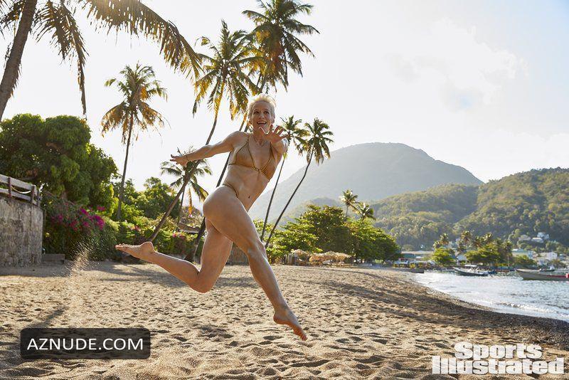 Megan Rapinoe Nude - Aznude-2060
