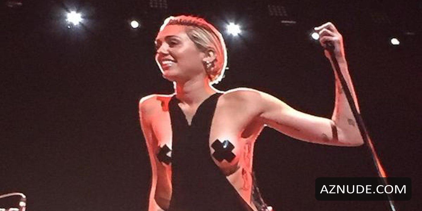 Celeb Miley Cyrus Nude In Concert Pictures