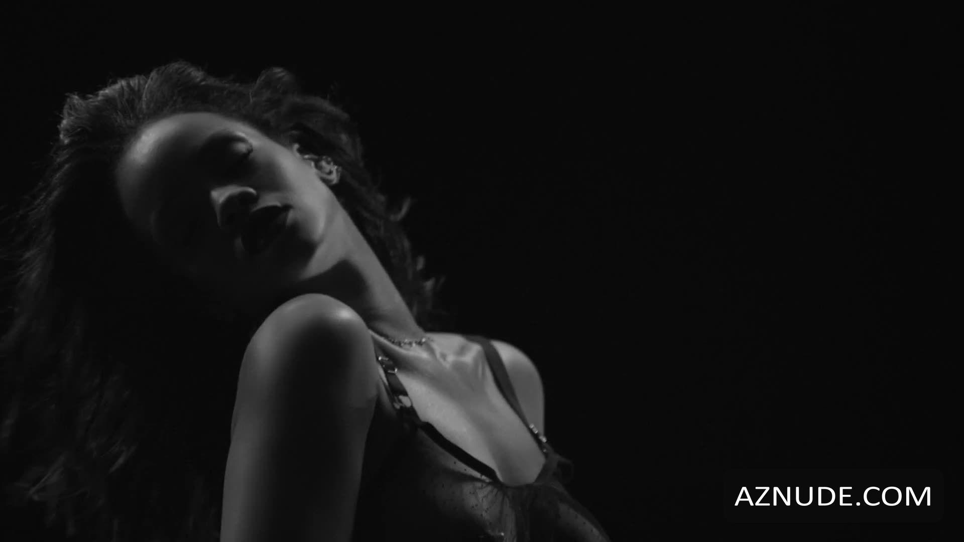 boob shot Rihanna