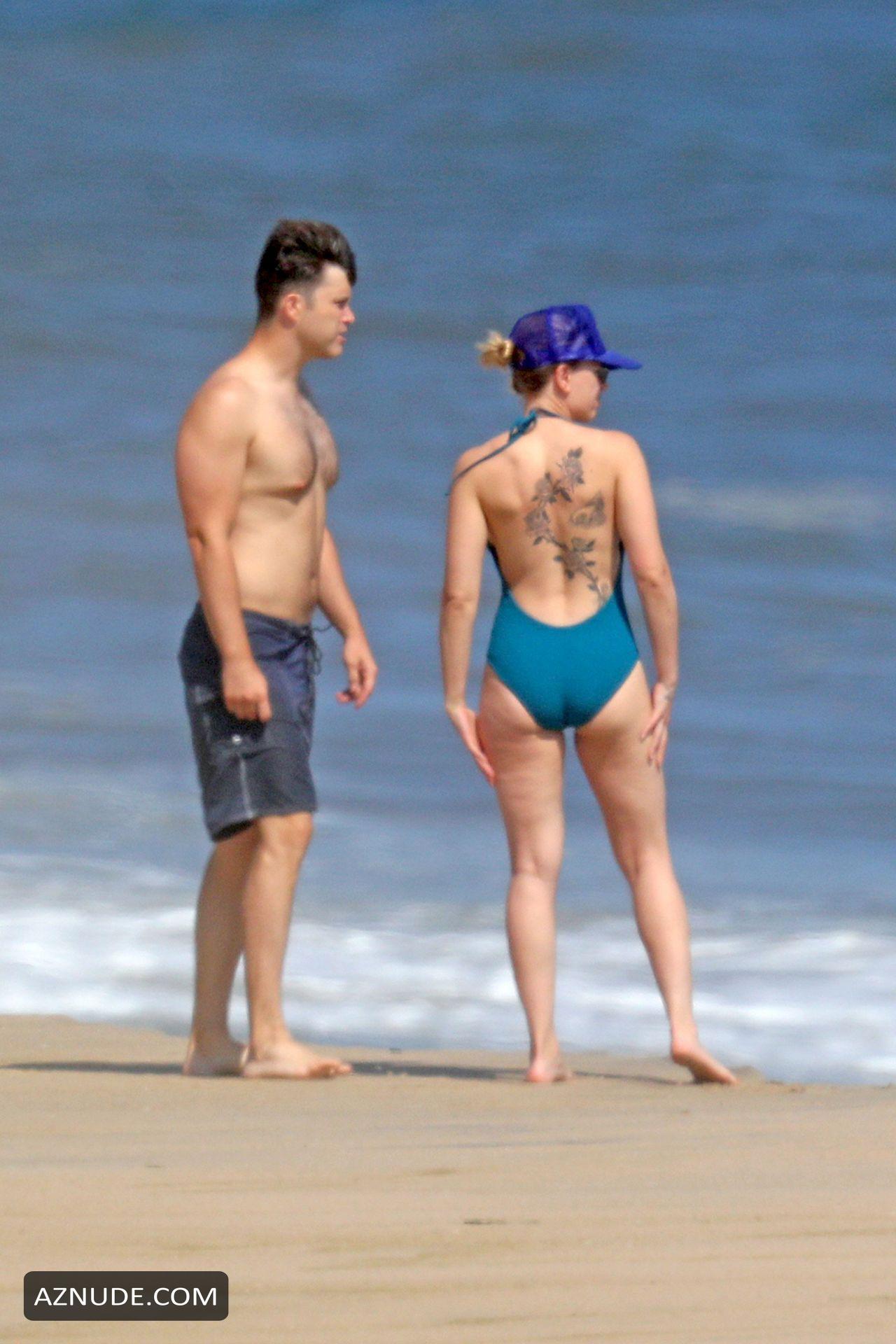 Scarlett Johansson Sexy On A Romantic Beach Stroll With Colin Jost In The Hamptons New York Aznude