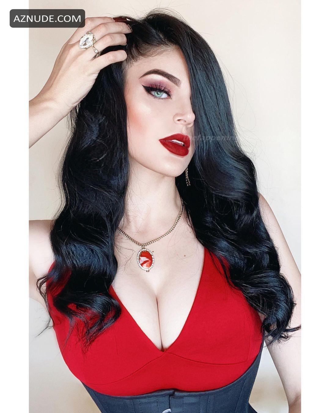 Valerie Correa  nackt