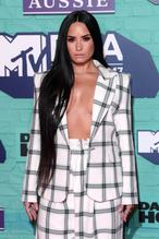 Demi LovatoSexy in Demi Lovato Braless at the MTV EMAs 2017 Held at the SSE Arena Wembley in London
